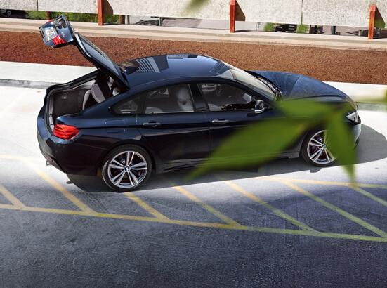 前后车门无边框设计,显得更加运动也更加讨人喜欢