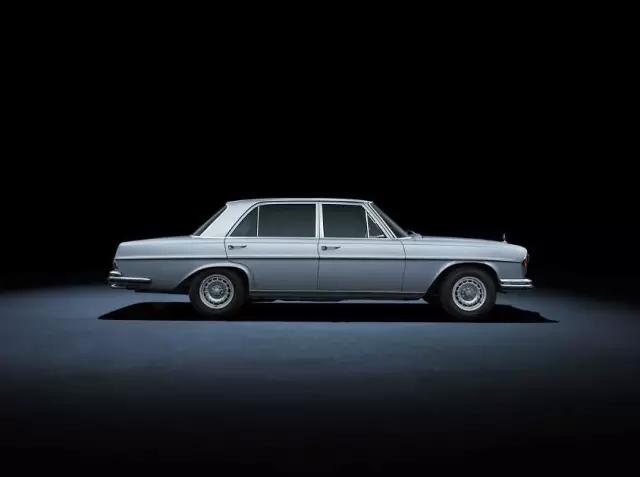 在全球范围的汽车工业中,日本的汽车工业才刚刚起步,韩国还没诞生汽车